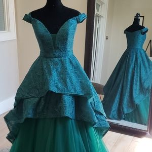 SIZE 6 Green Clarisse 3730 two piece Prom Gown